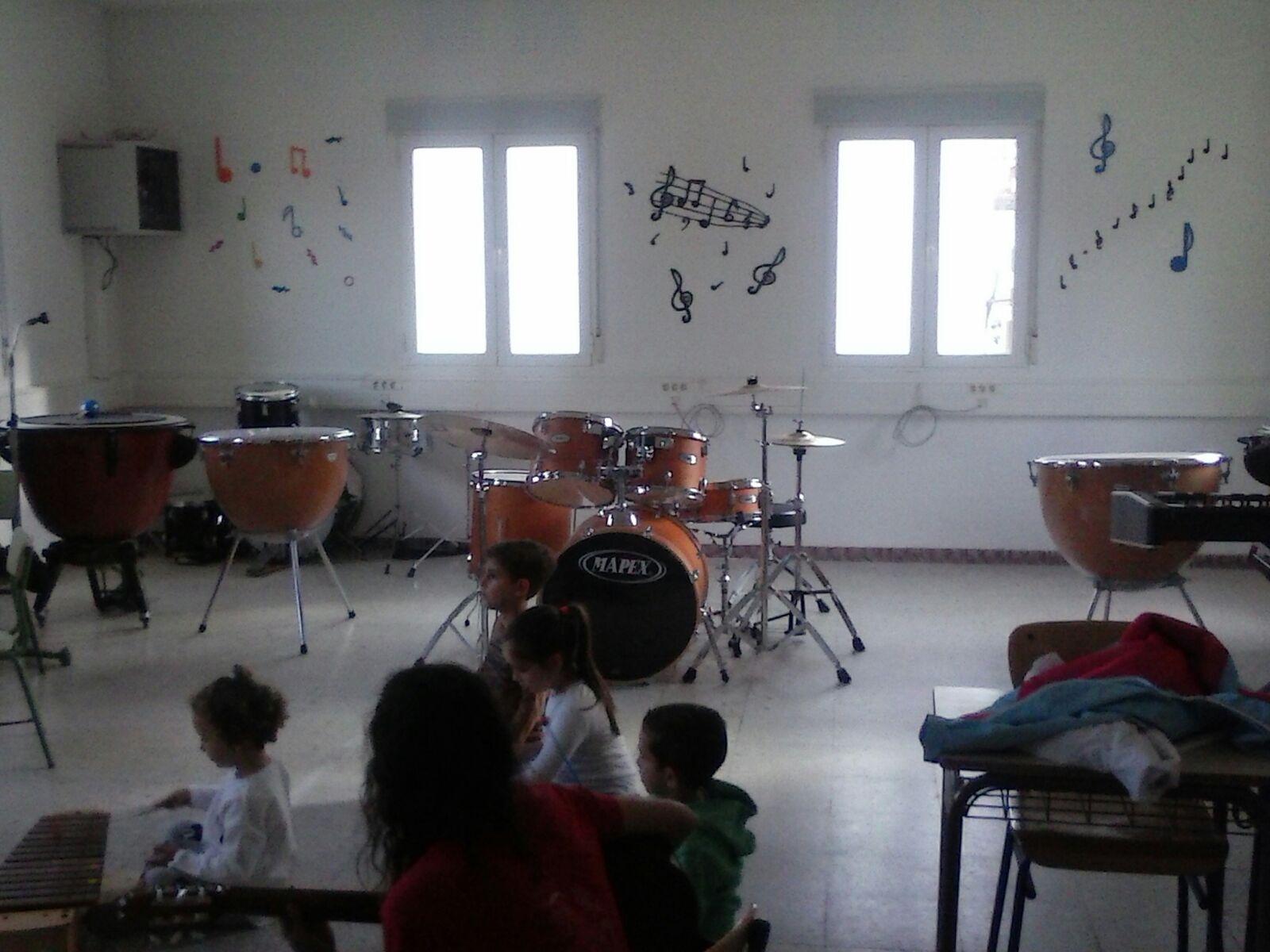 Renovaci n en la decoraci n del aula de la escuela de m sica for Decoracion escuela